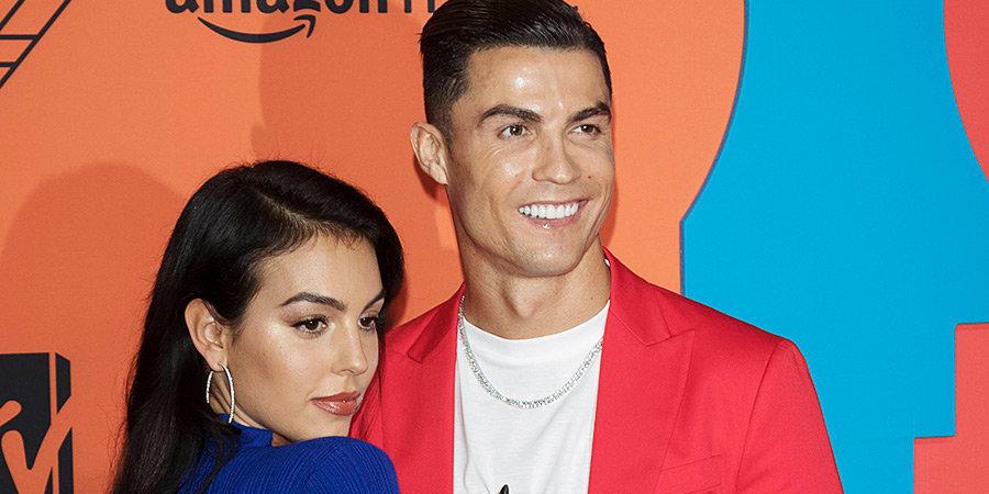 СМИ: Роналду женился на своей девушке Джорджине