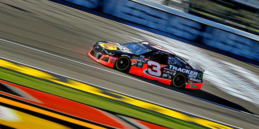 Пилот «Тойоты» выиграл виртуальную гонку NASCAR