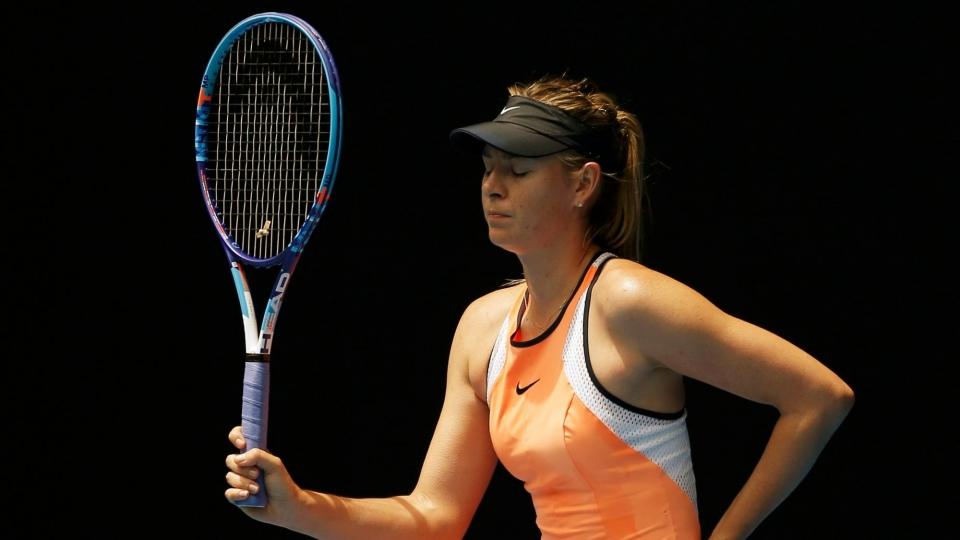 «Я стала чувствовать, что кашель на подходе». Выставочный матч Шараповой в Австралии был прерван из-за дыма
