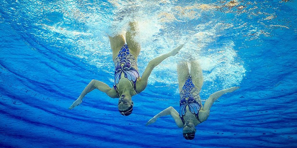«Если не двигаться, могу не дышать под водой больше четырех минут».  Как готовятся олимпийские чемпионки по синхронному плаванию