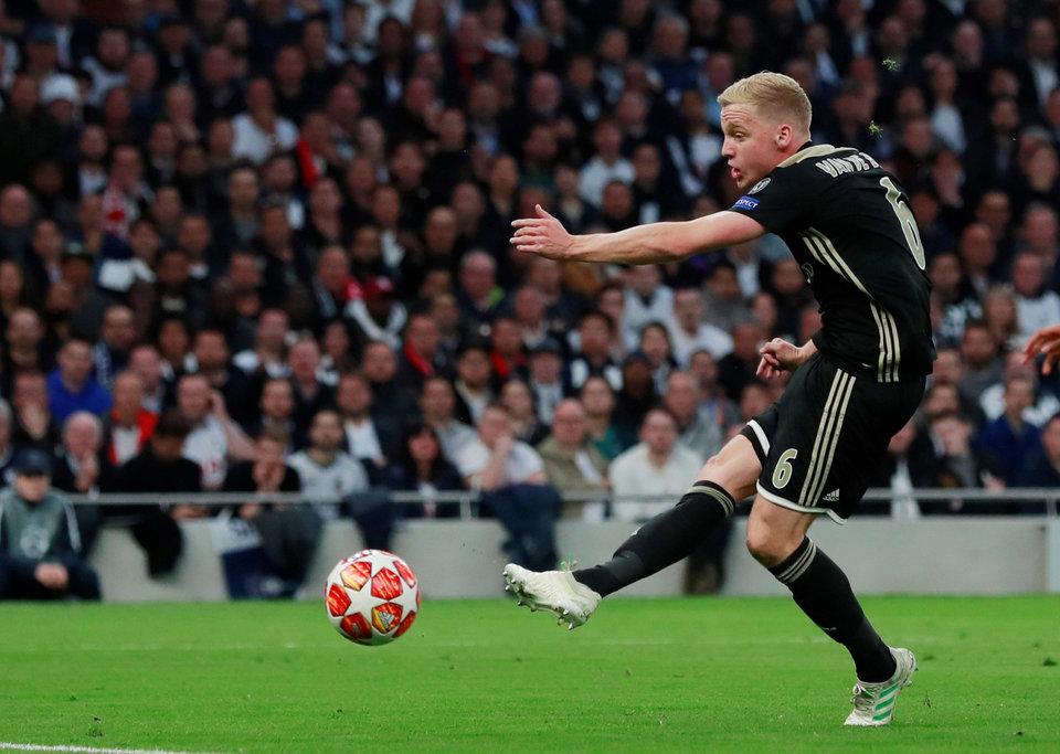 «Реал» интересуется полузащитником «Аякса» ван де Беком