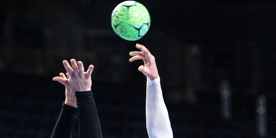 Нидерланды разгромили Японию, Франция одолела Венгрию на женском гандбольном турнире ОИ