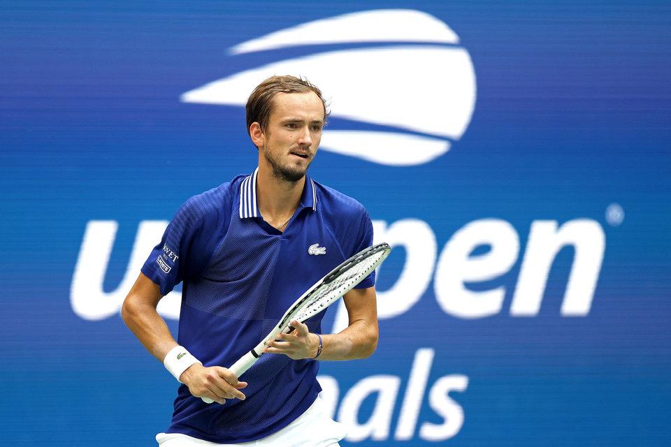 Медведев сфотографировался на фоне чемпионской стены US Open