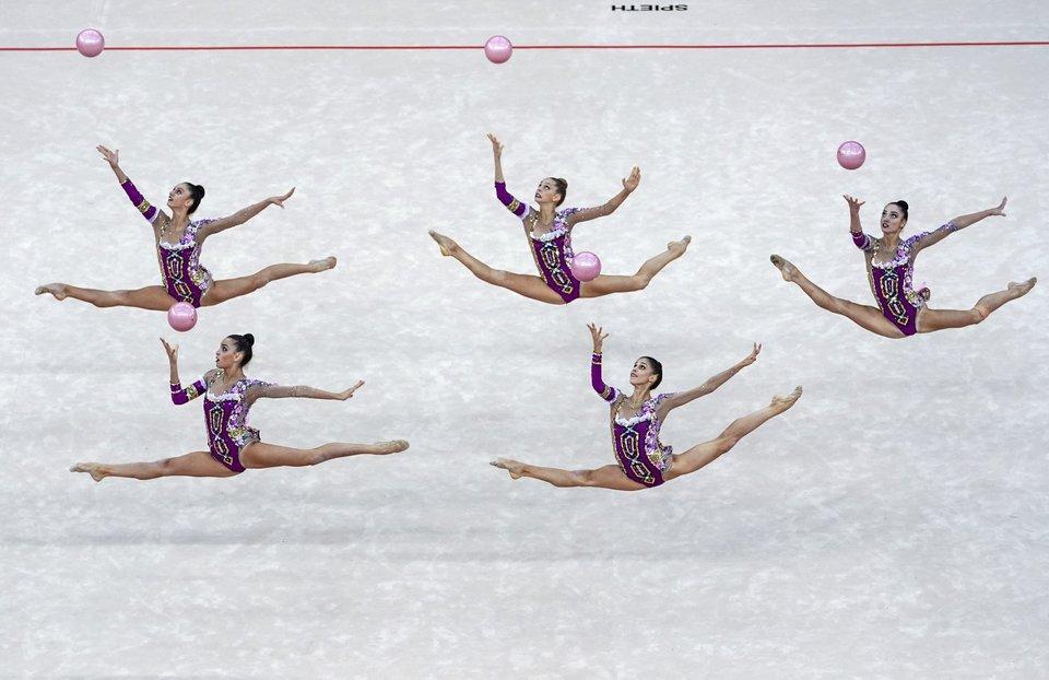 Российские гимнастки завоевали бронзу ЧМ в упражнениях с мячами