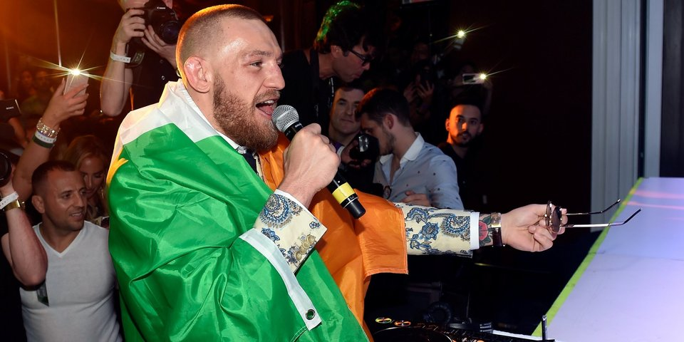 Месяц после Мейвезера. МакГрегор восхищается яхтой русского олигарха и не думает о UFC