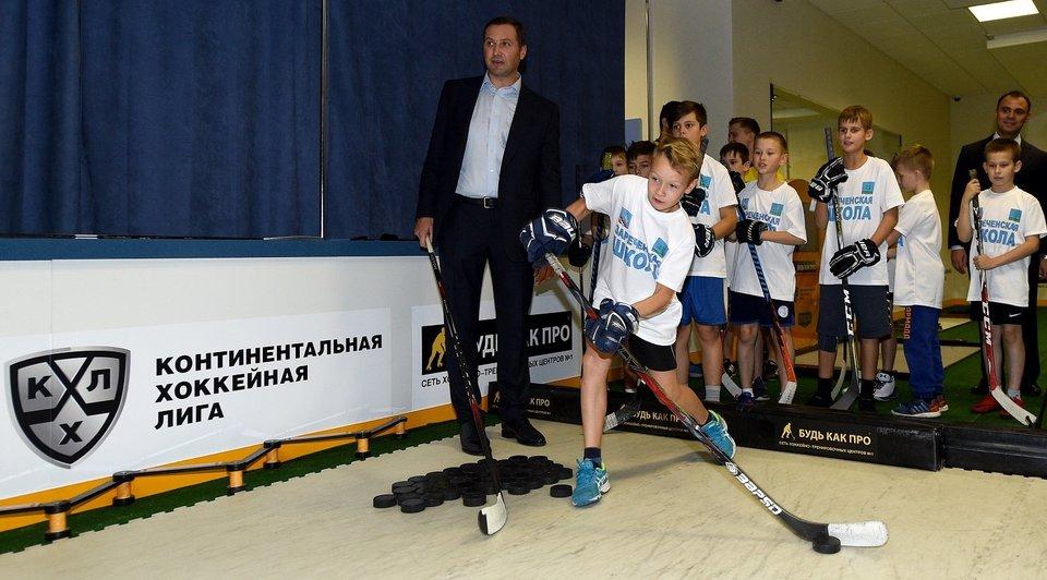 Зареченская школа получила «Хоккейный уголок»