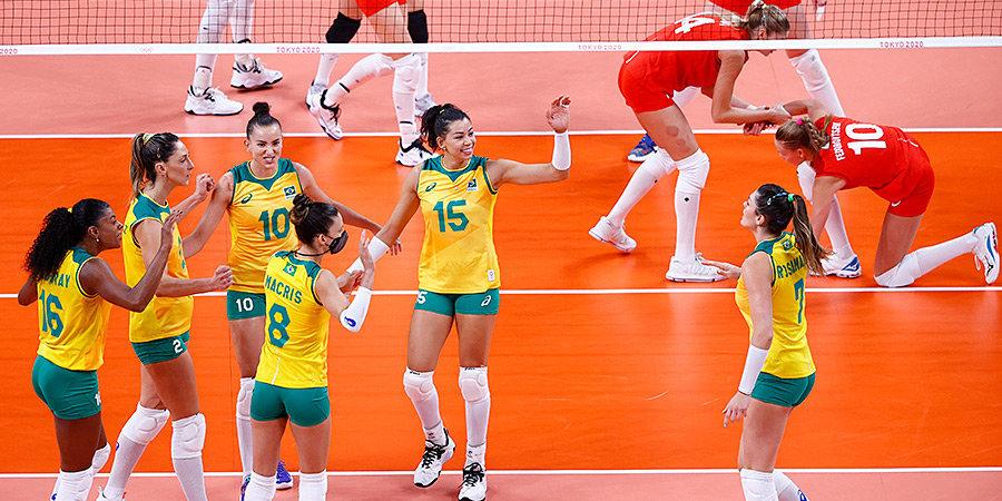 Бразильская делегация ворвалась на волейбол и устроила карнавал на трибунах. Игнорировали волонтеров, свистели при наших подачах