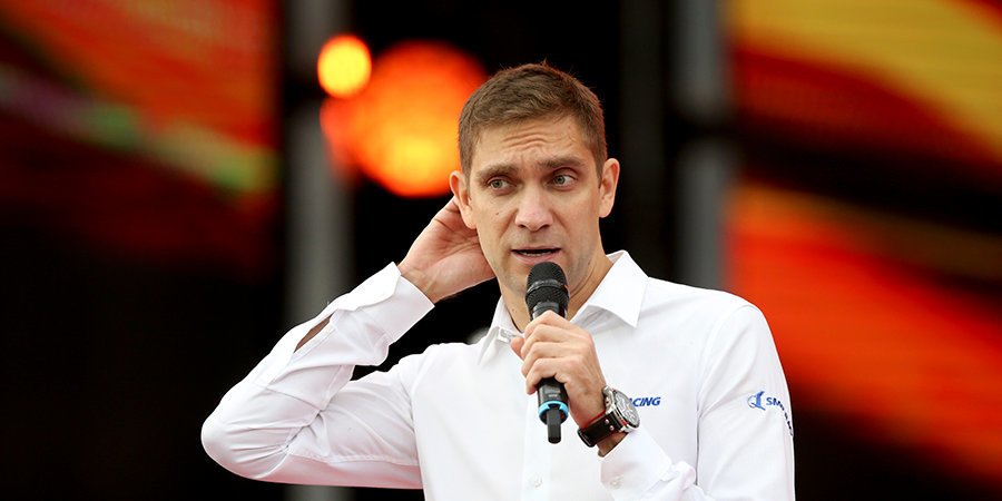 Хэмилтон возмущен назначением Петрова стюардом на Гран-при Португалии
