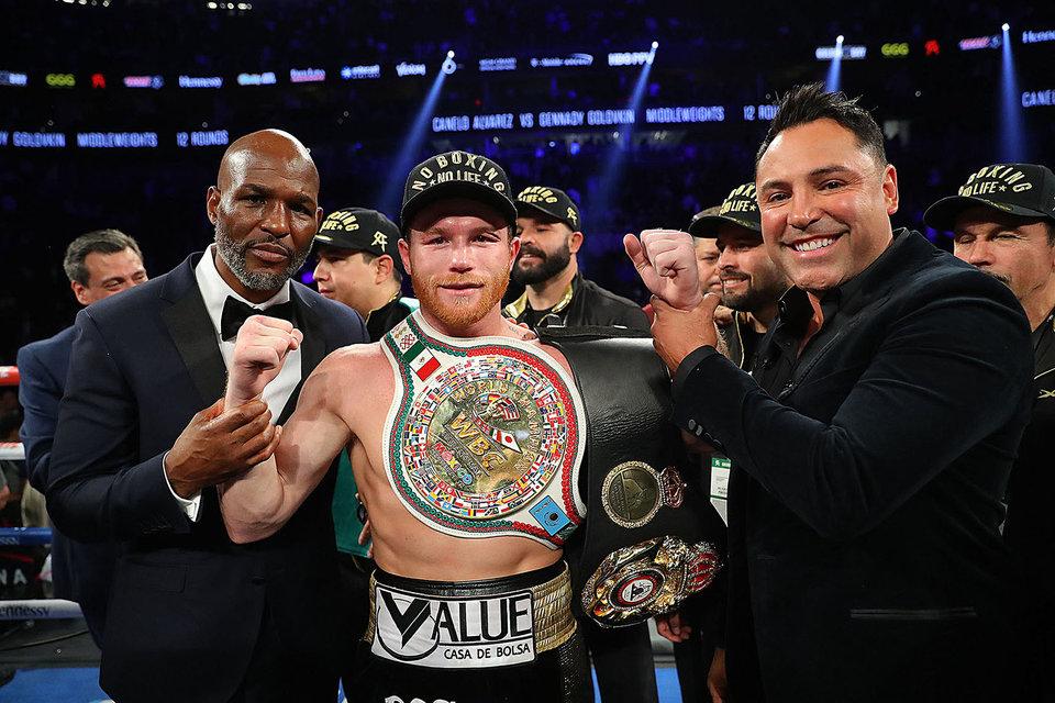 Альварес признан лучшим боксером современности по версии журнала The Ring