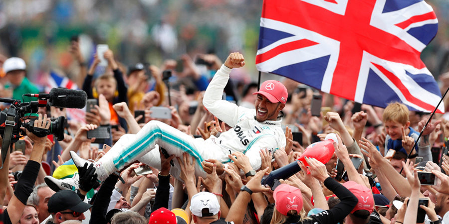Хэмилтон в шестой раз выиграл Гран-при Великобритании, Квят прорвался в очки. Лучшие моменты гонки
