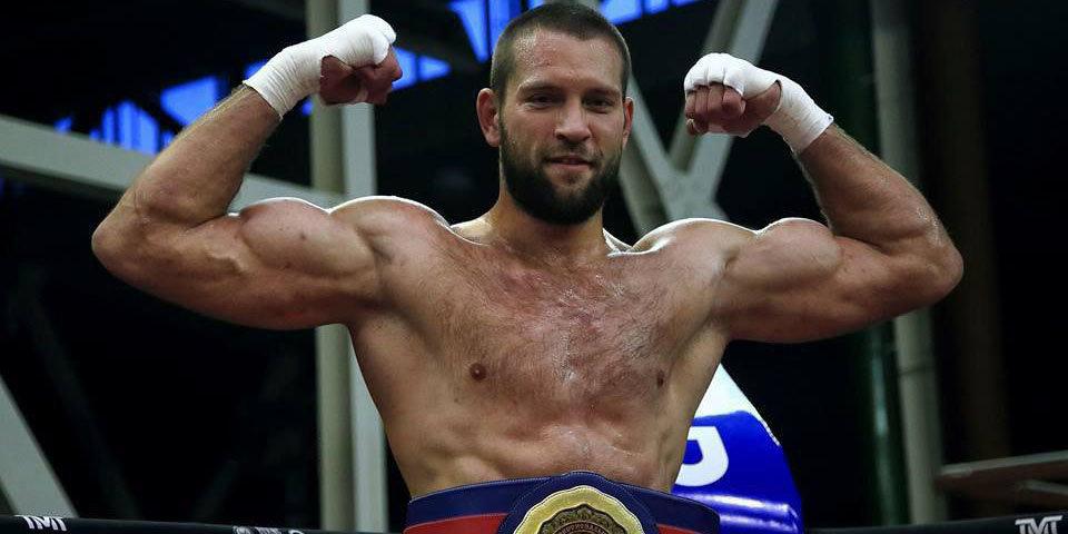 Плечко хватило 24 секунд, чтобы завоевать титул чемпиона WBA Asia