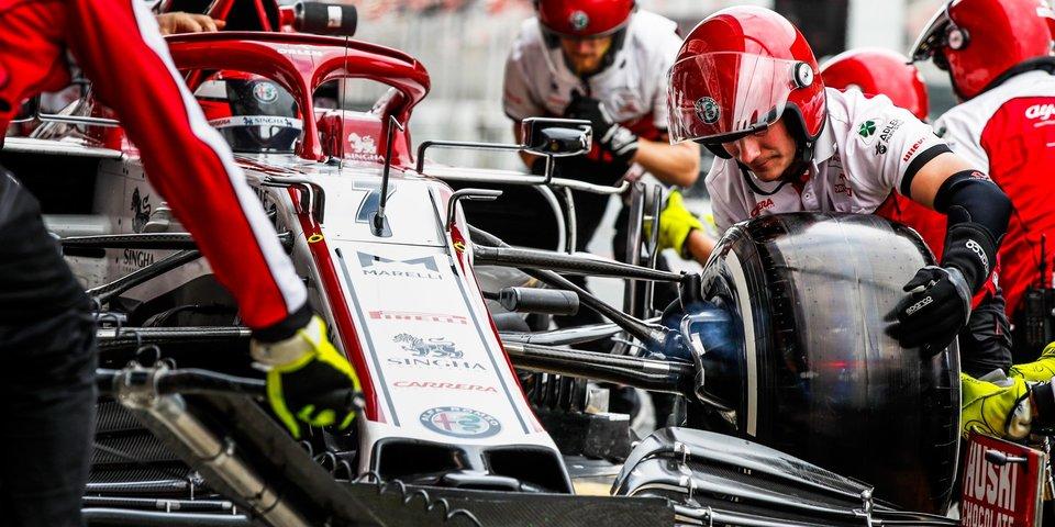 «Я как будто часть эксперимента». Механики находятся на грани бойкота из-за двойных стандартов в «Формуле-1»