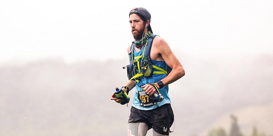 Американец выиграл марафон «Карантин на заднем дворе», пробежав 422 км. В награду он получил рулон золотой туалетной бумаги