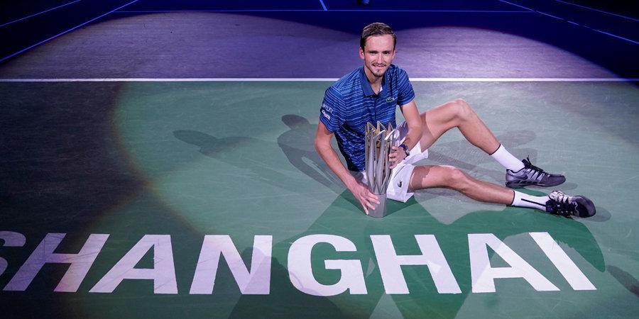 Медведев обыграл Зверева в финале «Мастерса» в Шанхае и завоевал 4-й титул в сезоне