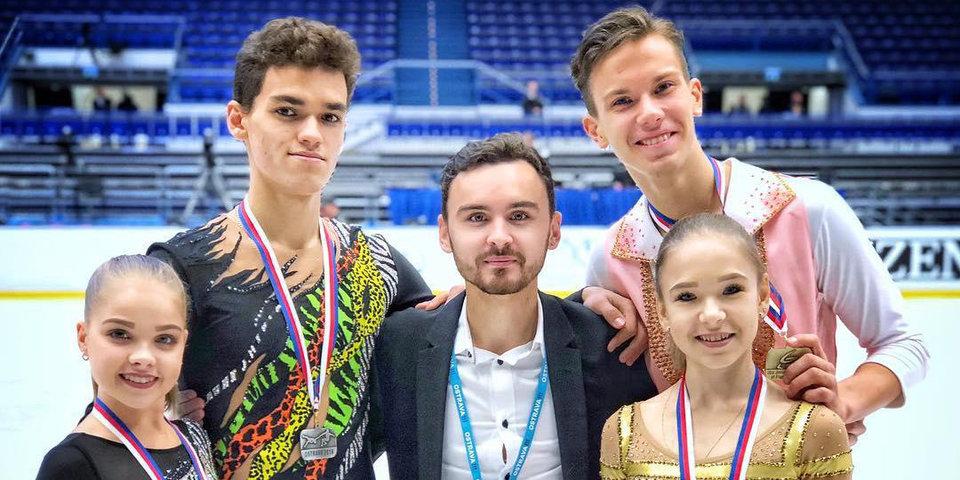 «Усложнять программу четверным подкрутом и выбросом сейчас бессмысленно». 25-летний тренер Василий Великов помогает понять нюансы парного катания