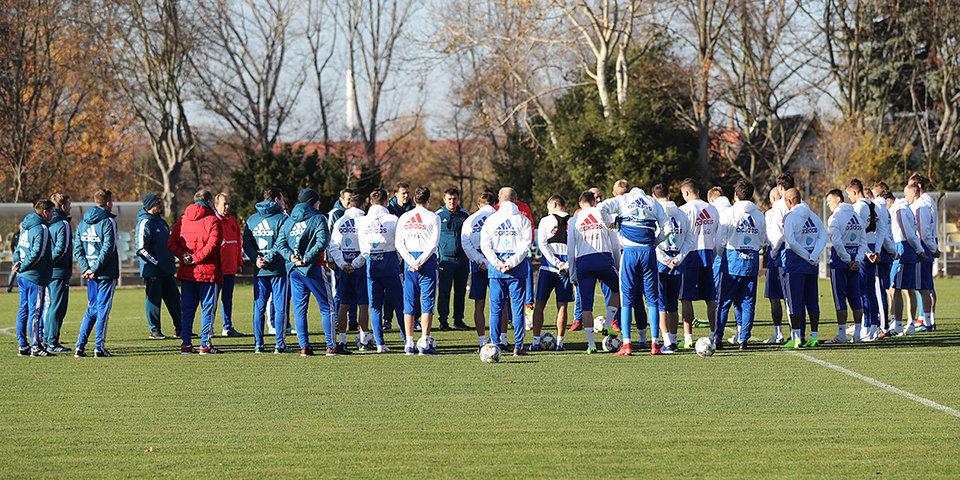 Футболисты сборной России начали день с поздравлений