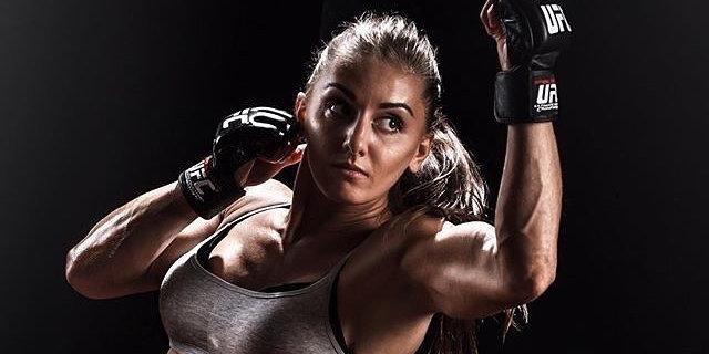 Александра Албу в зрелищном поединке победила Куррэн на UFC 214