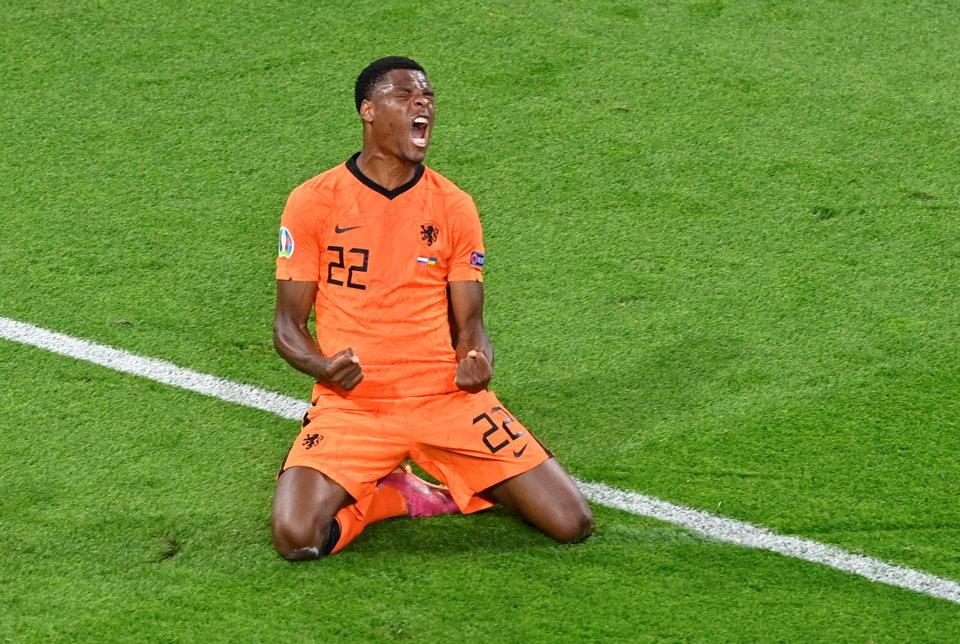 Голландский защитник Дюмфрис повторил результат Нистелроя на Евро