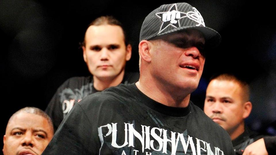 Бой двух ветеранов MMA собрал больше 200 000 платных трансляций