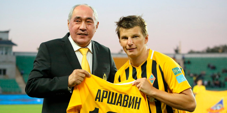 Аршавин получил юбилейную футболку «Кайрата»