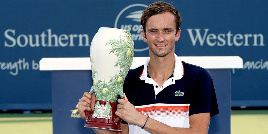 Медведев впервые в карьере выиграл турнир серии «Мастерс» и вошел в топ-5 ATP