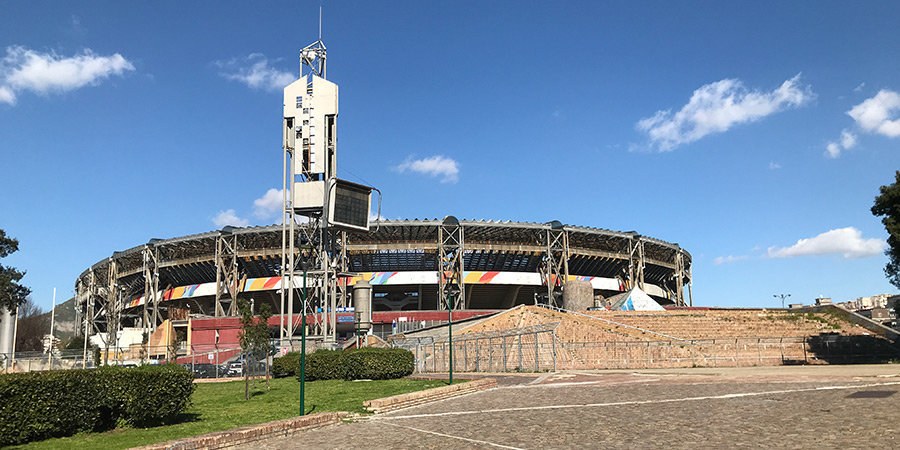 Здесь дух Марадоны и Войелло из «Нового Папы». Сборная России живет через дорогу от стадиона «Наполи»
