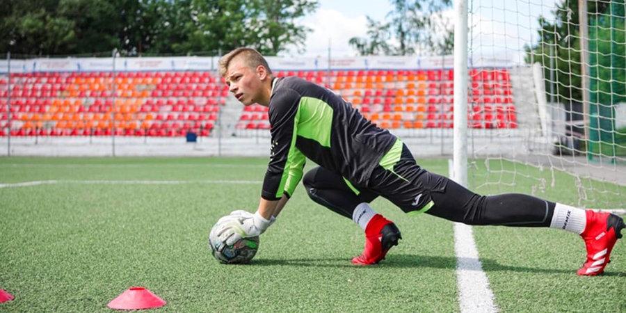 Вратарь «Знамени Труда», перенесший удар молнии, посетил тренировку «Динамо» по приглашению Шунина