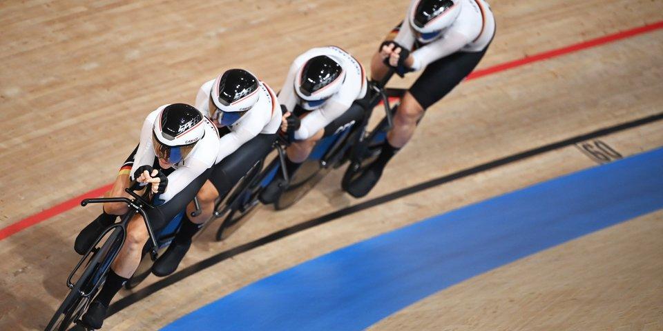 Немецкие спортсменки с мировым рекордом выиграли Олимпиаду в гонке преследования на велотреке