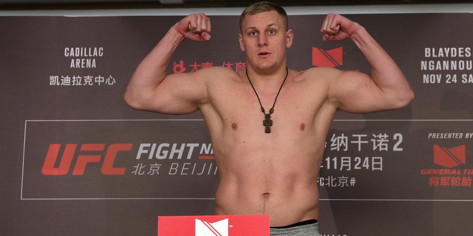 Непобежденный российский тяжеловес проиграл дебютный бой в UFC. Почему не надо грустить