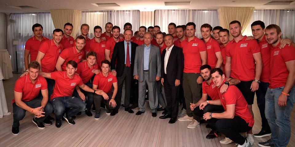 Владимир Путин встретился с участниками благотворительного матча «От чистого сердца»