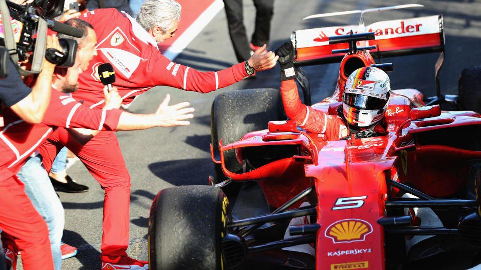 Феттель стал победителем Гран-при Бразилии, Хэмилтон отыграл 16 позиций