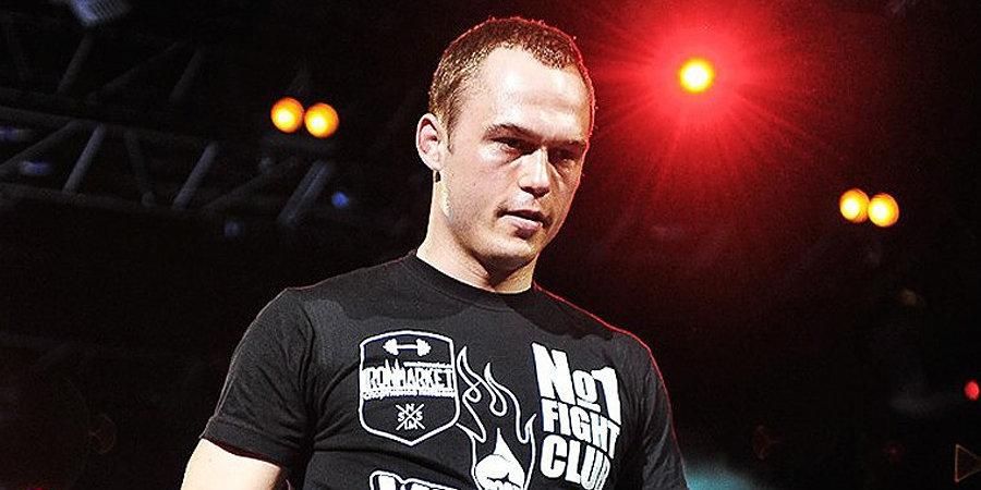 Россиянин Махно досрочно победил Хачатряна в главном бою AMC Fight Nights 99