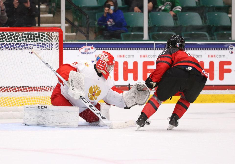 Арсений Коромыслов — о матче с Канадой: «Уступили в реализации большинства, но действовали хорошо и навязывали свою игру»
