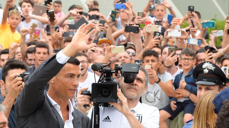 Роналду прошел обряд посвящения в «Ювентусе», исполнив песню перед партнерами по команде