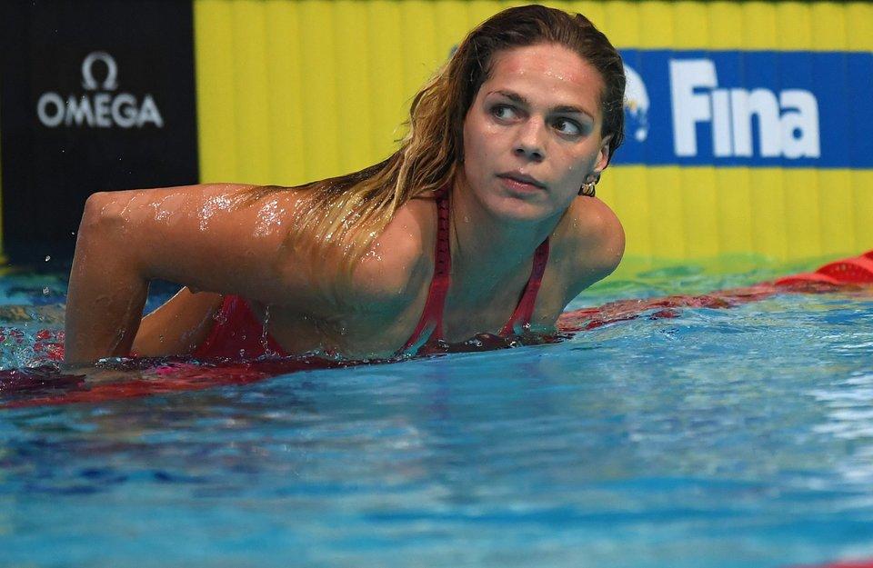 Фото Ефимовой на розовом фламинго в бассейне восхитило фанатов