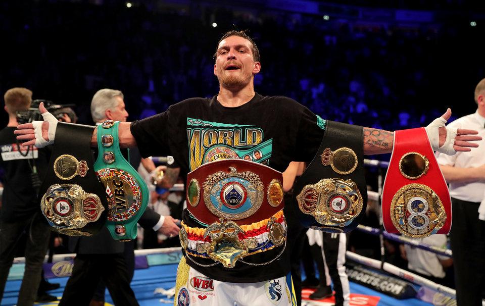 Промоутер Усика сообщил, что украинский боксер не лишен звания суперчемпиона WBA
