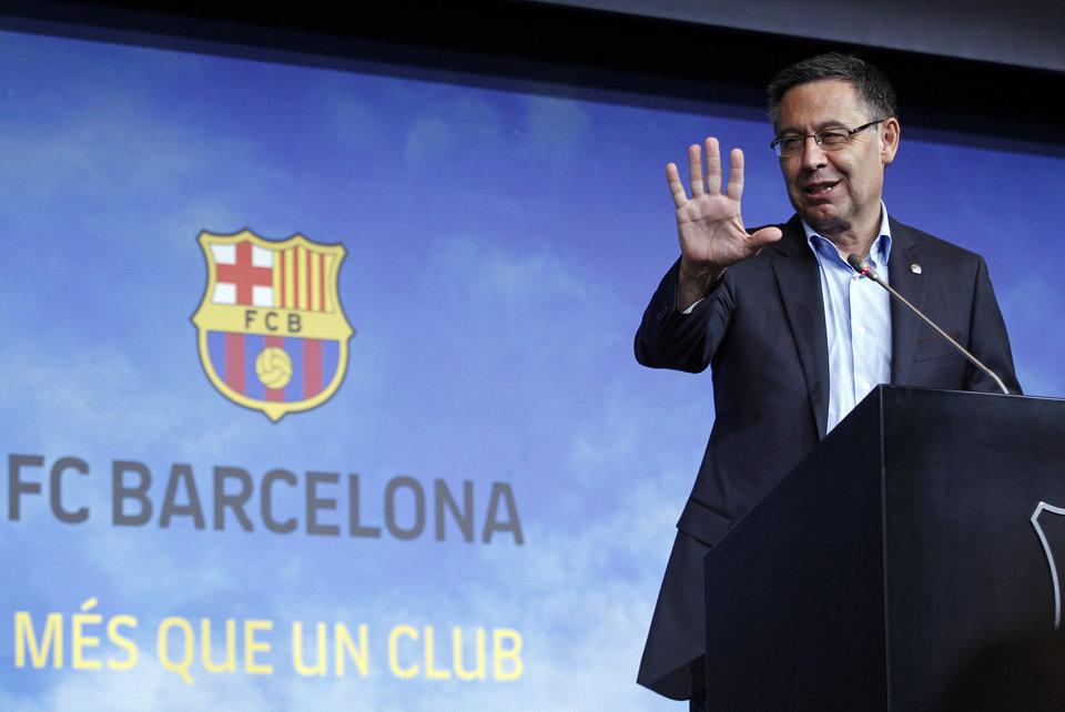 Официально: Бартомеу ушел с поста президента «Барселоны»