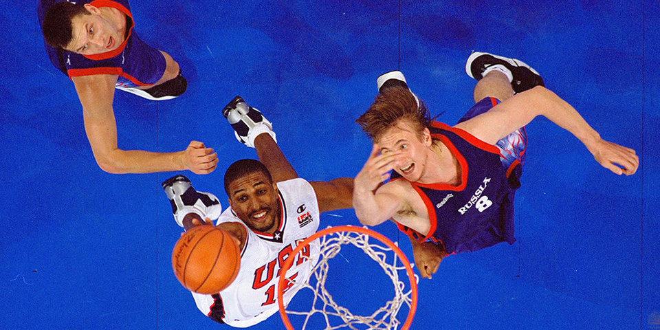 «Пиппен хватает чайник и говорит: «Слышь, ты, щенок…» Уехать в НБА и не сыграть ни одного матча за два года