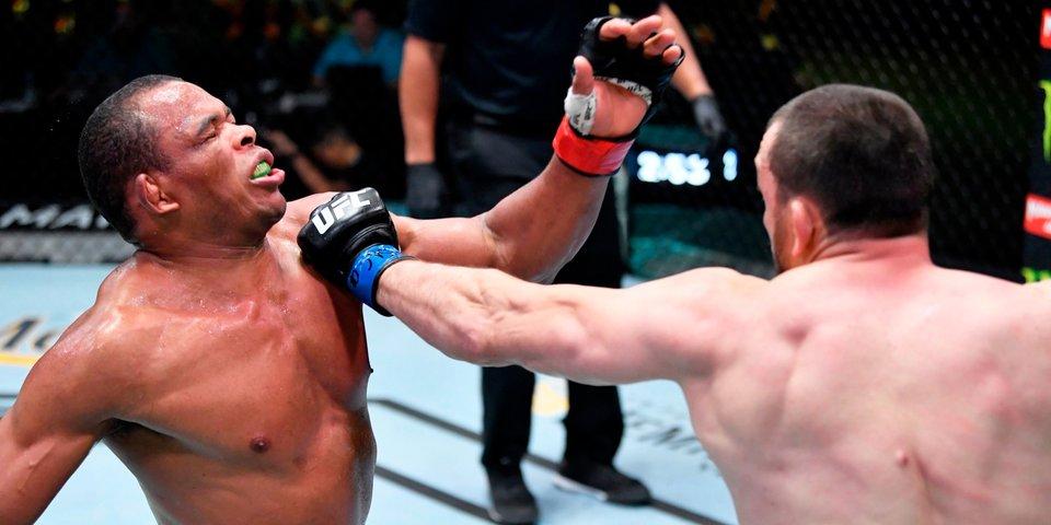 Российский боец был доставлен в больницу после боя в UFC