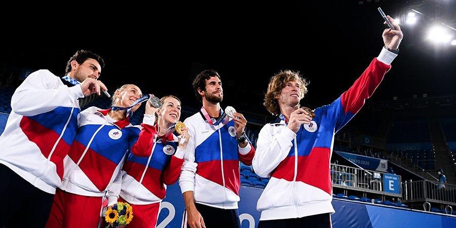 «Я это золото ни на что не променяю!» Как прикалывались теннисисты после грандиозной победы в Токио