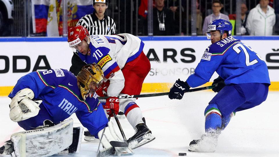 Сборная России отправила 10 шайб в ворота команды Италии и возглавила группу А