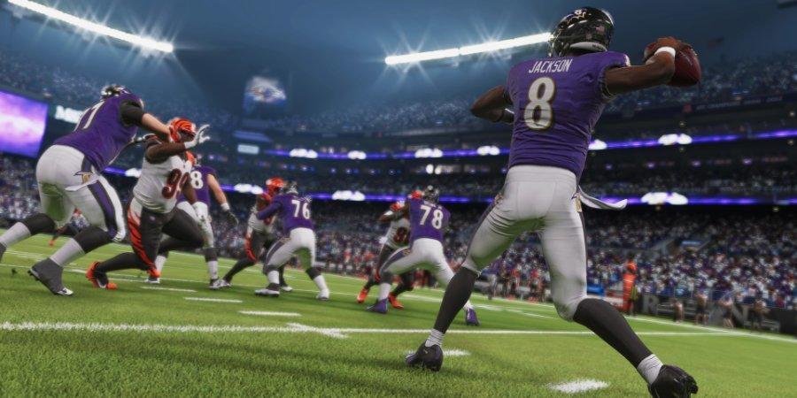 EA сделала обложку Madden NFL 21 с мамой игрока «Балтимора». Она 10 лет оплачивала сыну подписку Live Gold