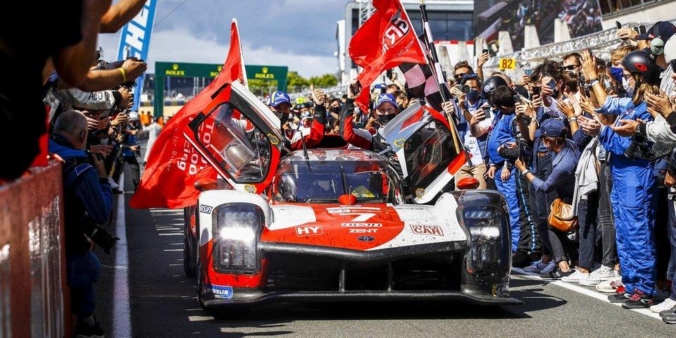 «Тойота» ожидаемо забрала историческую победу в Ле-Мане. Также была драма экс-звезды «Формулы-1» и ночная авария российской команды