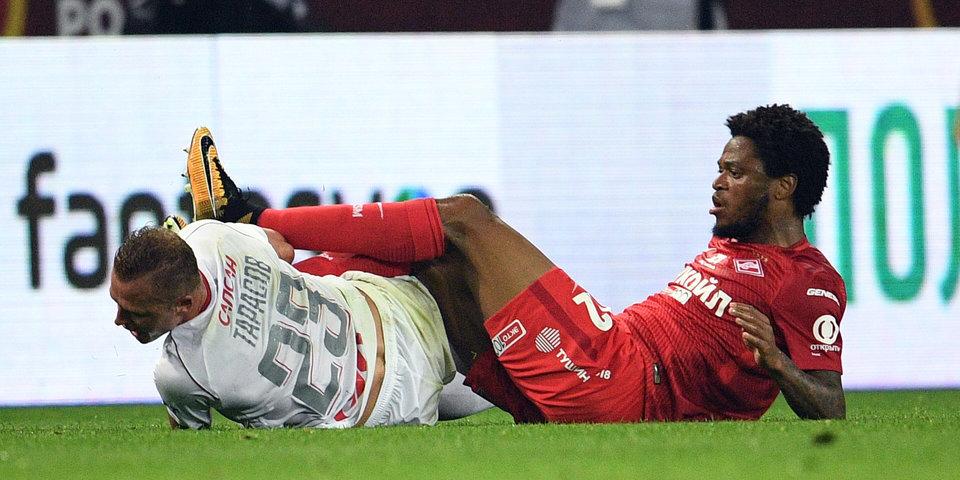 В российском футболе опять скандал. Должен ли был Безбородов удалять Луиса Адриано?