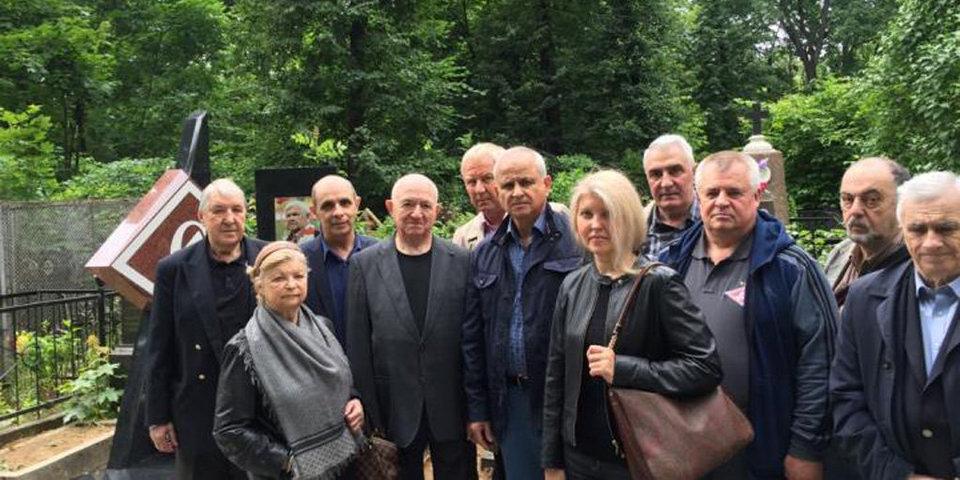 В Москве открыли памятник олимпийскому чемпиону Исаеву