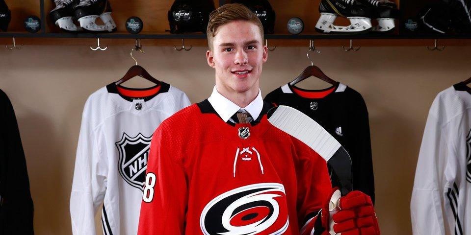 Свечников стал первым хоккеистом из «нулевых», забросившим шайбу в НХЛ