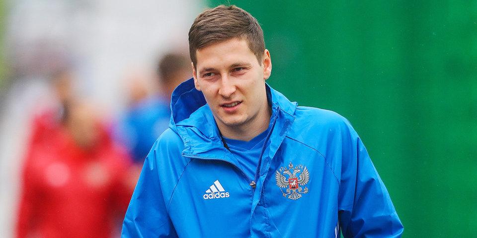 Кузяев проходит обследование по поводу травмы плеча