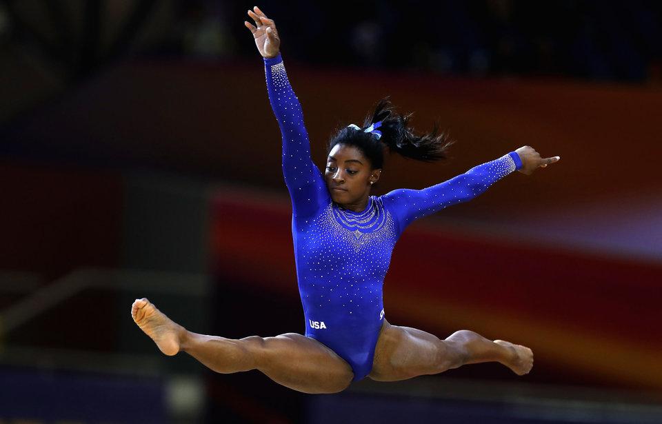 Американская гимнастка стала первой женщиной, четырежды выигравшей титул чемпионки мира в многоборье