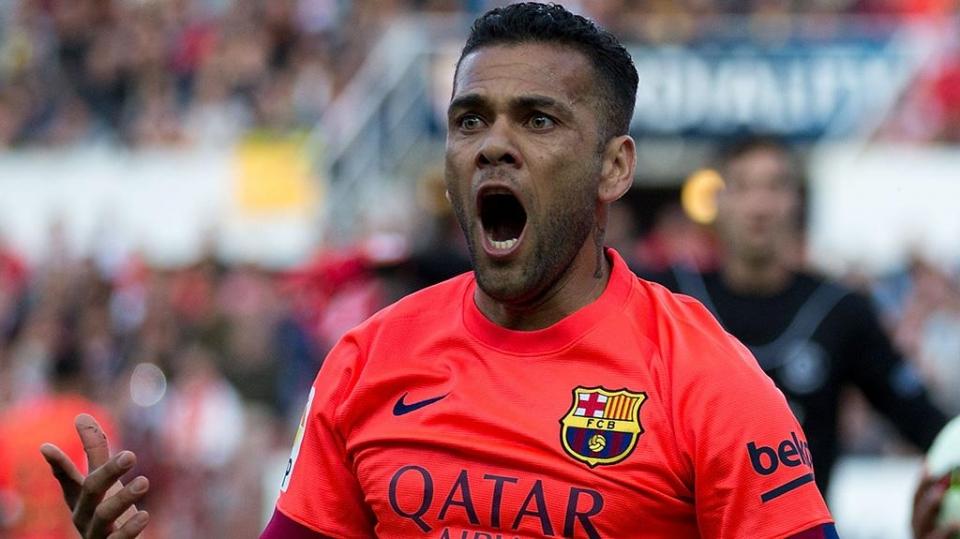 Дани Алвес: «Теперь «Барселона» — купи-продай. Игроки являются товаром для каталонского клуба»