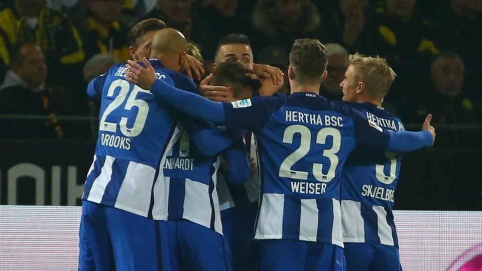 «Герта» вышла в следующий раунд Кубка Германии после неспокойного матча в Ростоке